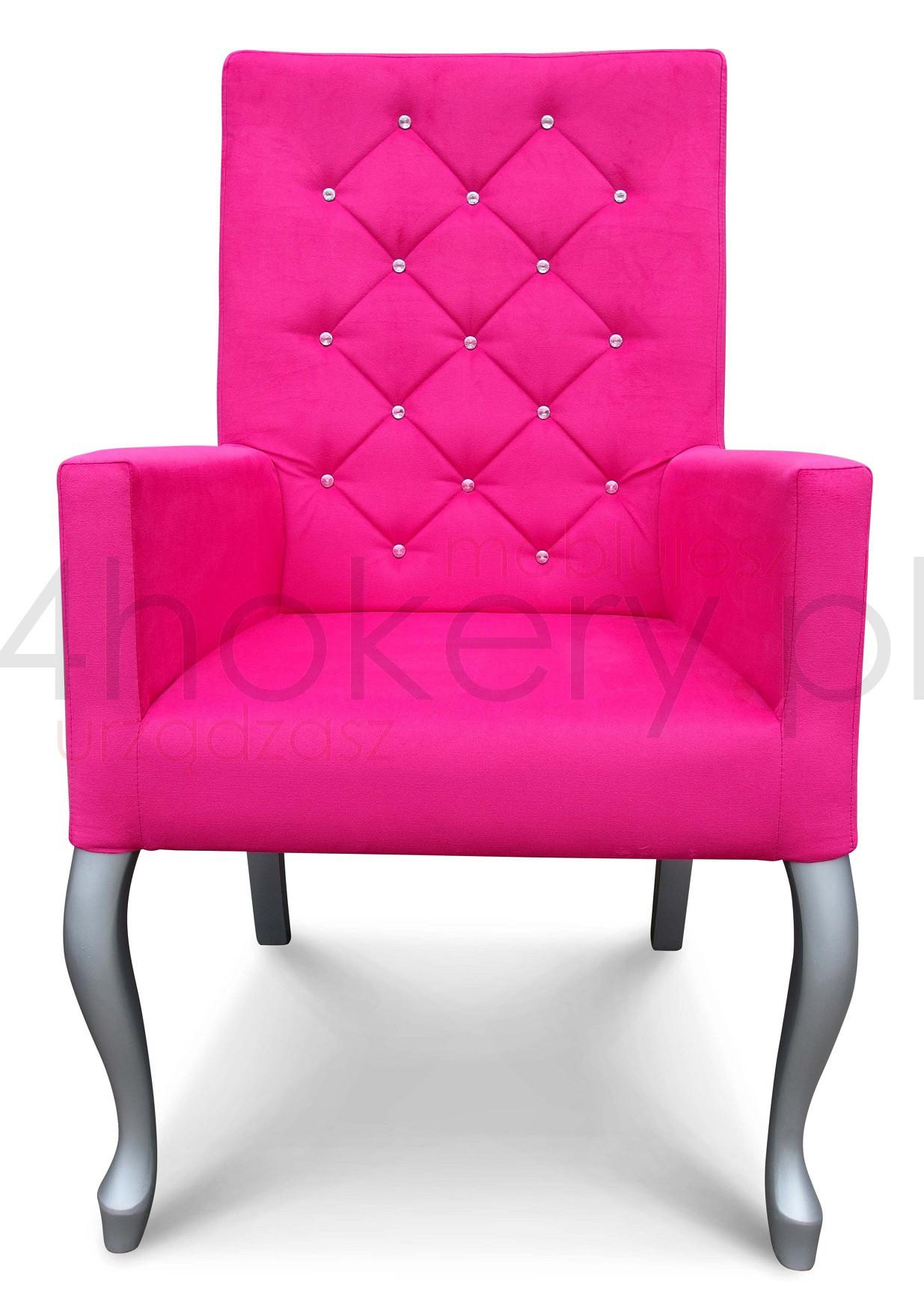 Różowy fotel Ludwik z oparciem pikowanym w karo z kryształkami