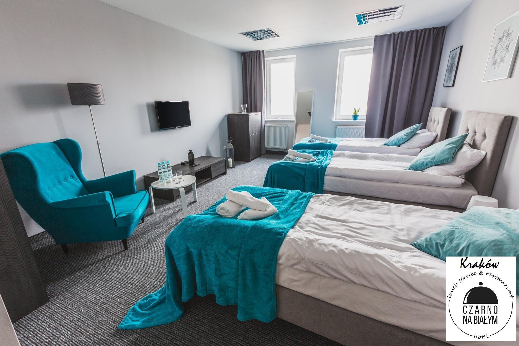 Turkusowy fotel uszak Hotel Czarno na Białym Kraków
