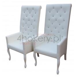 Na ślubnym kobiercu - krzesło / fotel  z podłokietnikami pikowane w karo z kryształkami i wałkiem o wysokości 130cm od ziemi.